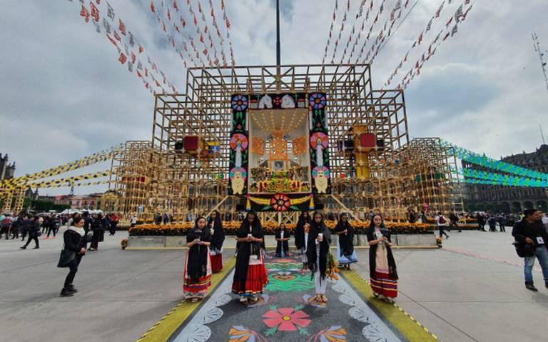 Así luce la mega ofrenda de Día de Muertos en el Zócalo capitalino