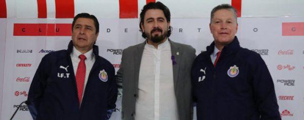 Luis Fernando Tena se queda en Chivas