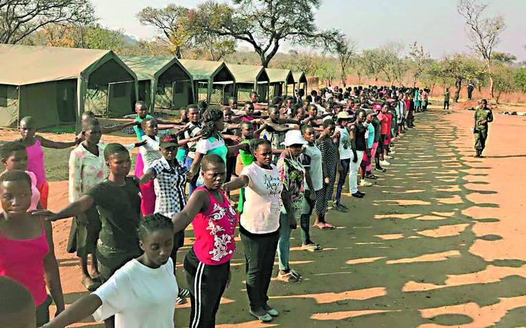 Ejército de mujeres combate la caza ilegal en Zimbabue