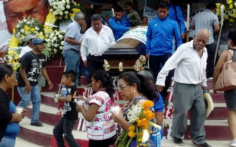 Dan el último adiós al activista asesinado Arnulfo Cerón