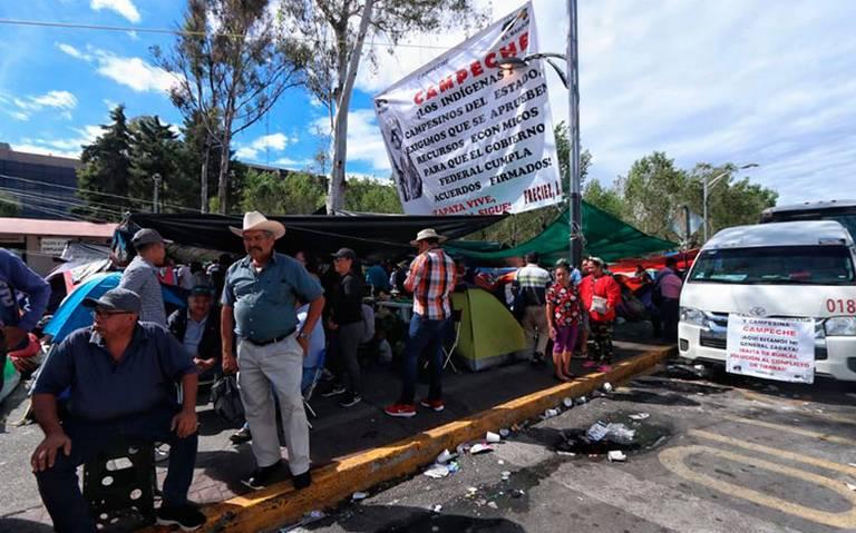 Cuarto día de bloqueo por campesinos en San Lázaro; otra vez se cancela sesión