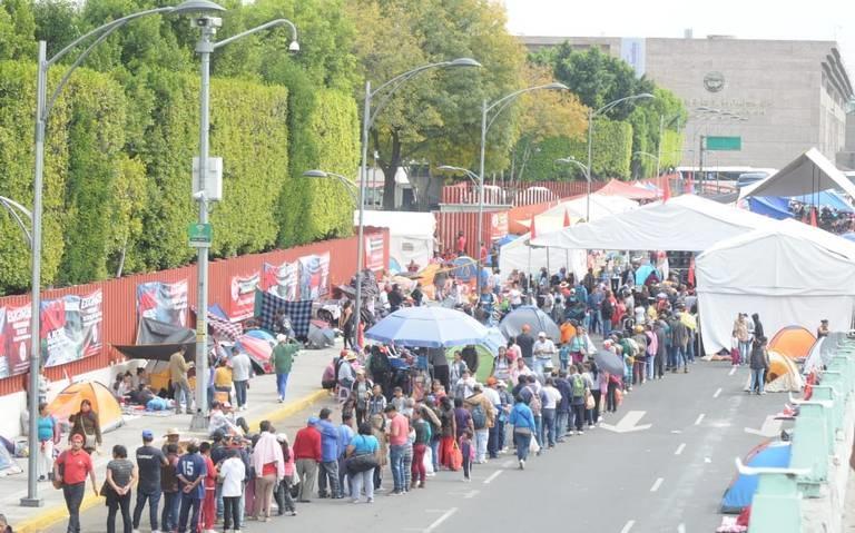 San Lázaro suspende sesión por protesta de campesinos