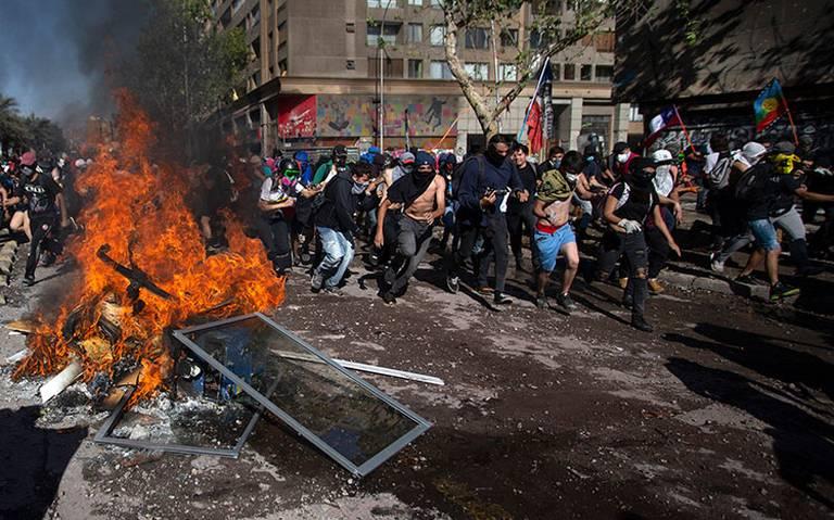 Saqueos e incendios protagonizan violenta noche en Chile