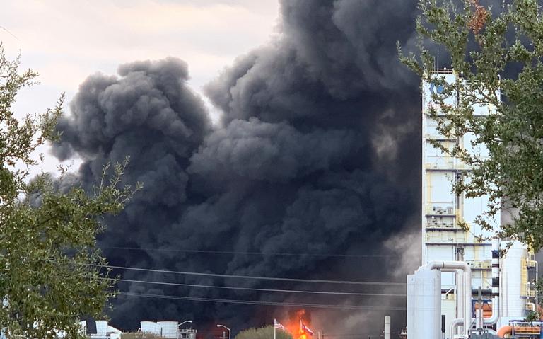 Al menos tres heridos deja explosión en planta química, en Texas