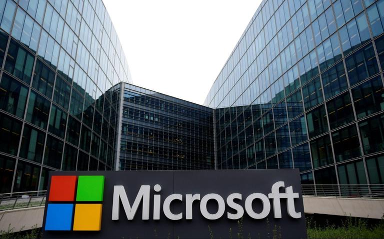 AMLO anuncia creación de tres universidades con Microsoft