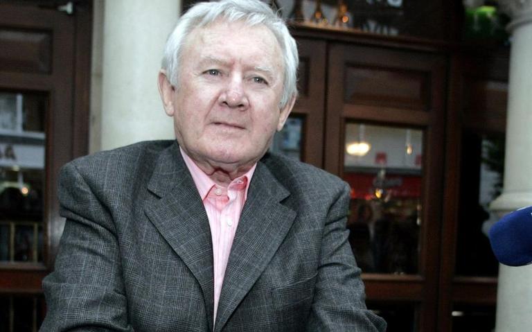 A los 89 años, fallece el actor y comediante Niall Tóibín