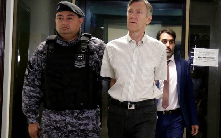Dan 40 años de prisión a sacerdotes argentinos por violar a niños sordos