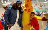 ¡Épico regalo de Navidad! 50 Cent cierra una juguetería para su hijo