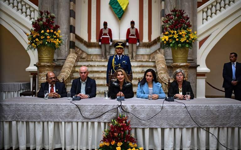 España expulsa a tres diplomáticos bolivianos en respuesta a Jeanine Añez