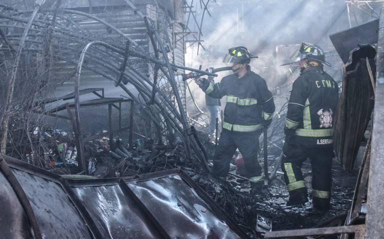 Evalúan reconstruir La Merced tras incendio y mover a ambulantes