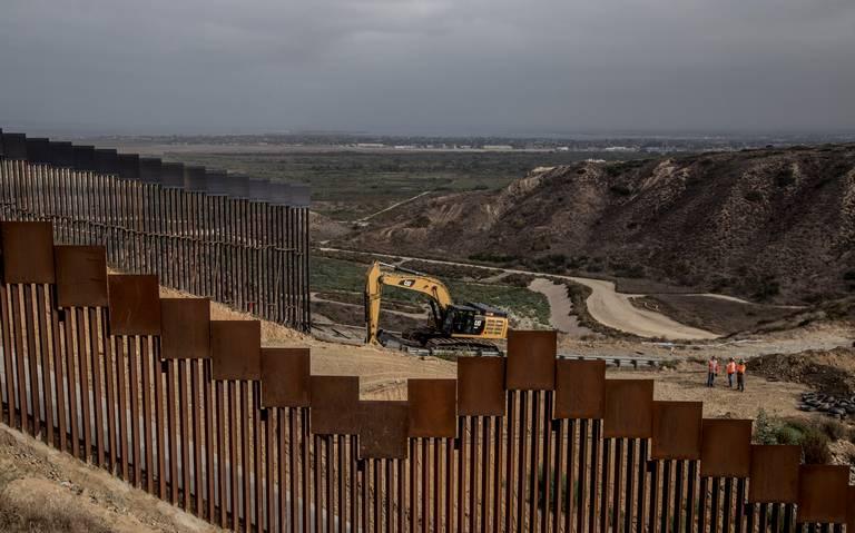 Trump firmará ley que financia construcción de muro fronterizo