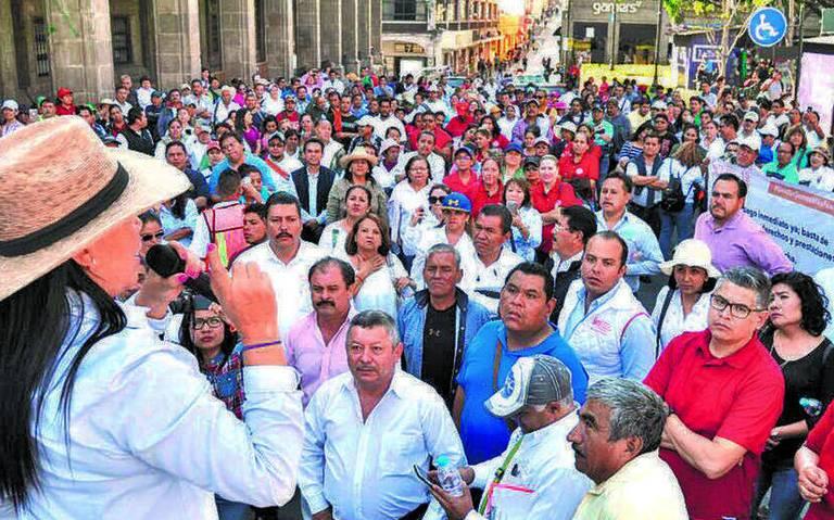 Padecen maestros de Morelos por su aguinaldo