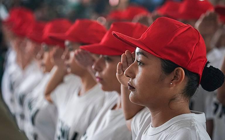 Servicio militar podría ser obligatorio para mujeres