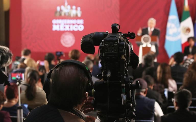 Deben los periodistas enfrentar al Presidente, recomiendan