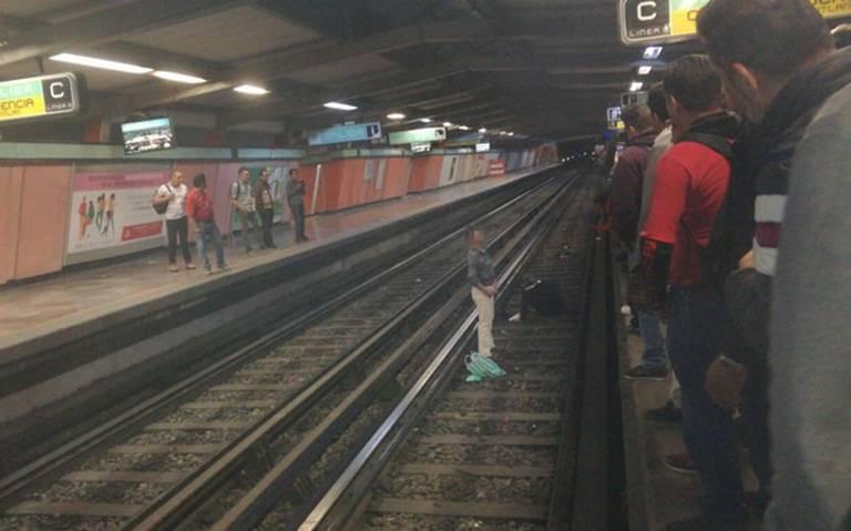 Sujeto en estado etílico aventó a policía a las vías del metro