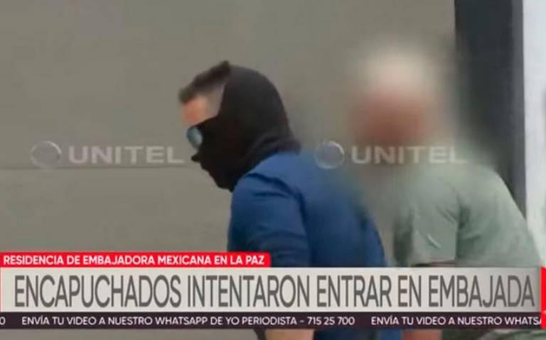 Detienen auto de diplomática española que ingresó a Embajada de México en Bolivia