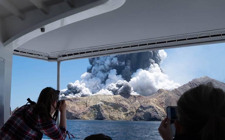 Inesperada erupción volcánica mata al menos cinco personas en Nueva Zelanda