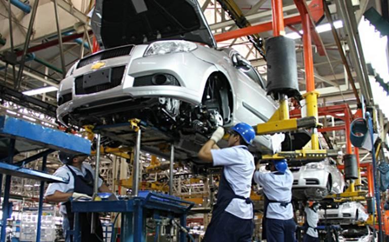 Producción y exportación de autos en México bajan en noviembre