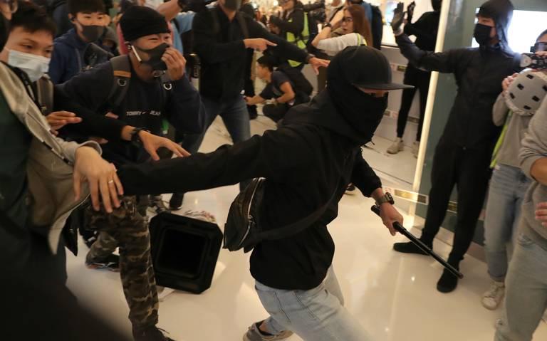 Por tercer día hongkoneses protestan en Navidad en centros comerciales