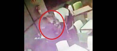 Tras alerta de secuestro, difunden video de Laura Karen en un bar