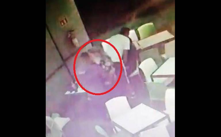Tras alerta de secuestro, difunden video de Laura Karen en un bar