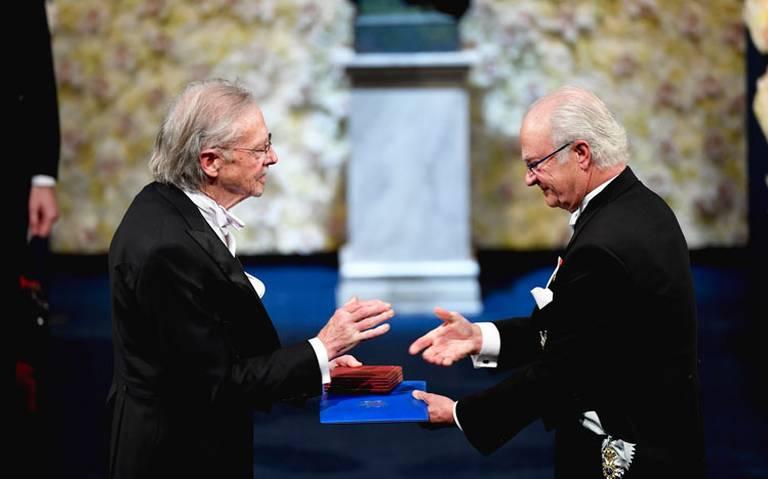 En medio de polémica, Peter Handke recibió el premio Nobel de Literatura