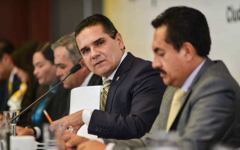 Aureoles garantiza pago a maestros en Michoacán