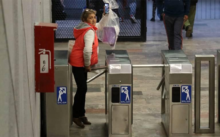¡Pos me salto! Así evaden un millón de usuarios pagar entrada al Metro