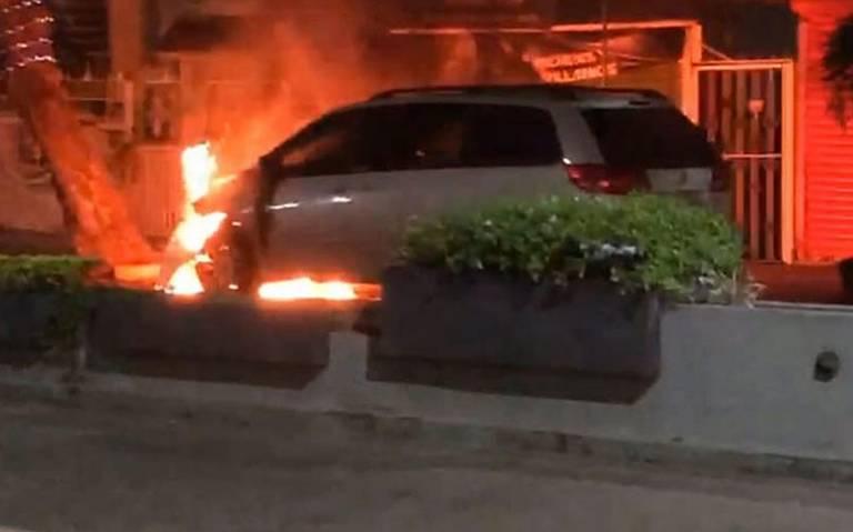 Con quema de vehículos exigen liberación del Pelón de Playas en Villahermosa