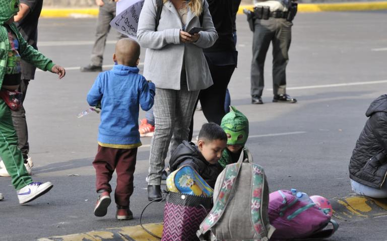 Padres de niños con cáncer protestan frente a Palacio Nacional