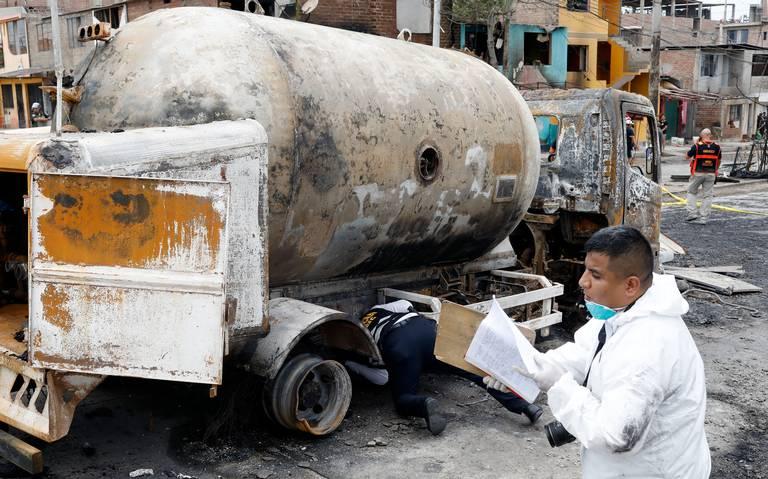 Van 13 muertos por explosión de camión de gas en Perú