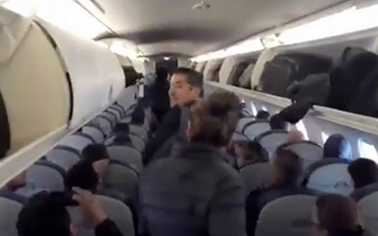 """[Video] """"Por seguridad"""", familia prefiere perder vuelo que viajar con AMLO"""