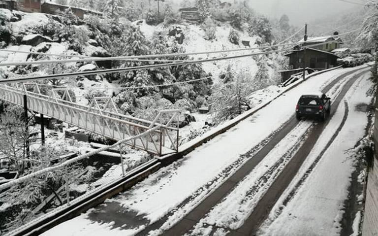 Cierran 5 tramos carreteros por nevadas en Chihuahua