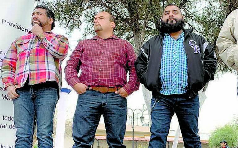 Obreros de AHMSA se encadenan ante despidos