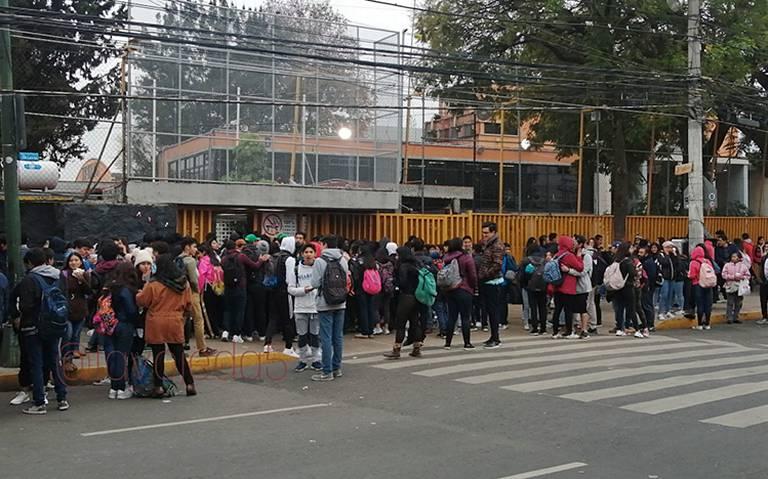 Toman prepas 5 y 3 como protesta por muerte de alumno en CCH Azcapotzalco
