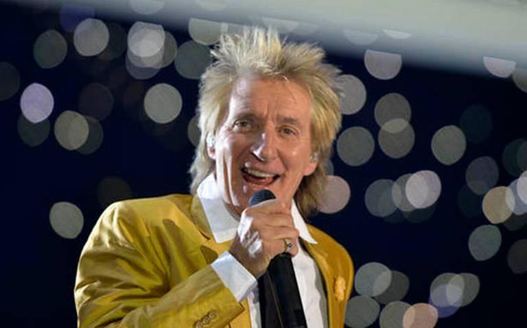 A sus 75 años, Rod Stewart se mantiene en el número uno de listas británicas