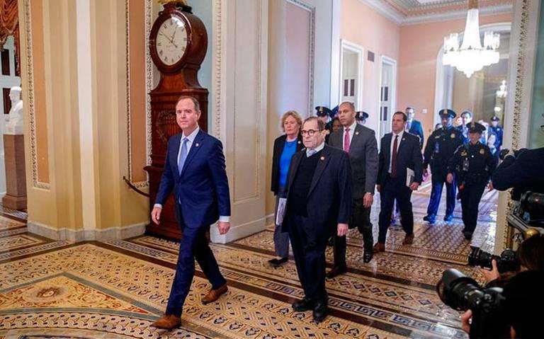 Senado de EU inicia juicio político contra Trump con pugna por reglas