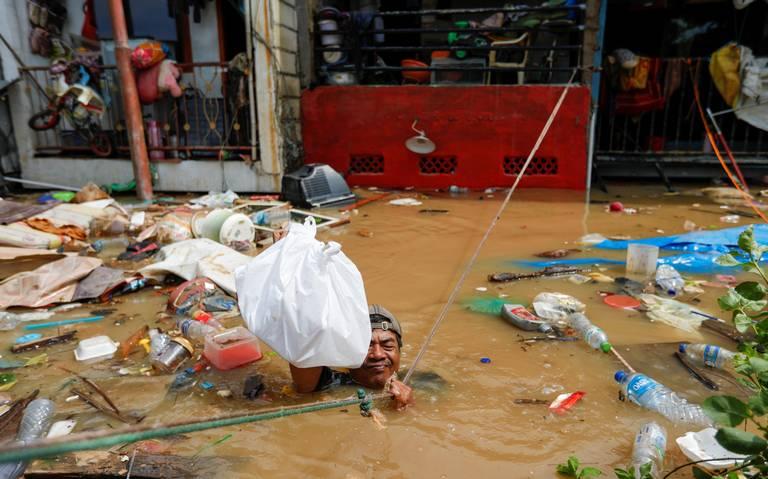Inundaciones en Yakarta, Indonesia, dejan más de 20 muertos