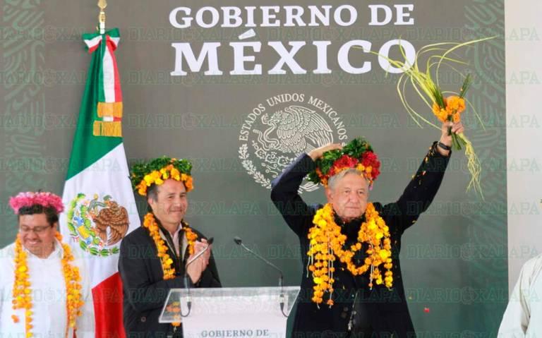 Anuncia AMLO apoyo para construcción de caminos en Huayacocotla, Veracruz