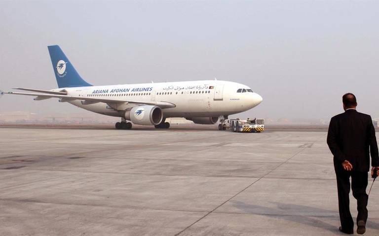 Se desploma avión de pasajeros en Afganistán; no hay sobrevivientes