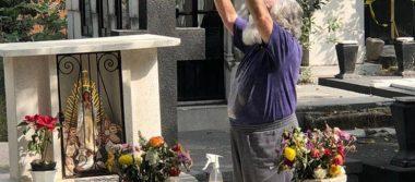 Brujo Mayor limpia tumba de José José para su eterno descanso