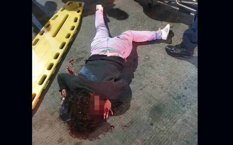Mujer pierde la vida al caer desde un puente