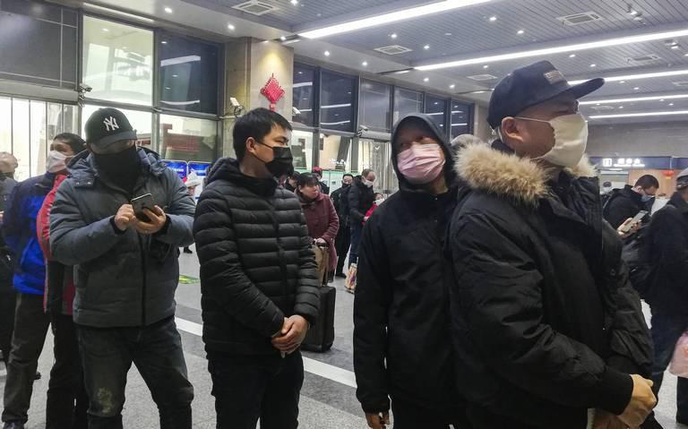 Wuhan se aísla del mundo para detener epidemia del coronavirus