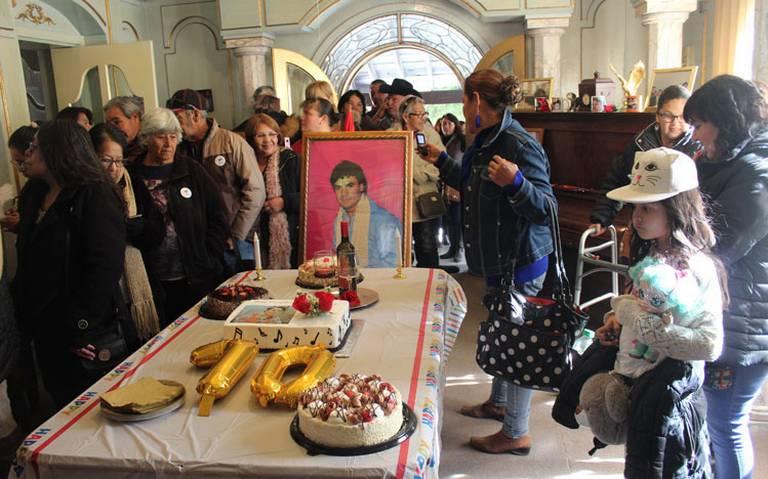 Fans de Juan Gabriel celebran al Divo de Juárez en su casa