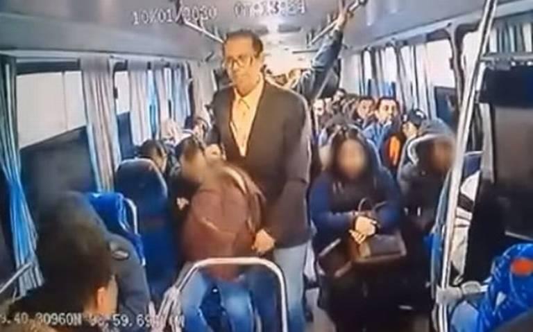 [Video] Hombre de traje asalta a pasajeros en la México-Pachuca