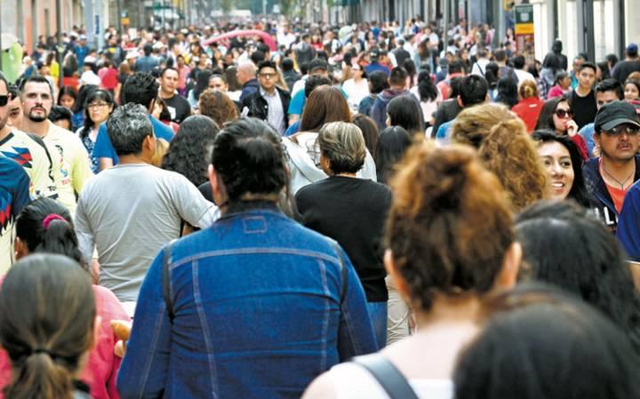 Calle Madero, proyecto peatonal emblemático, sumida en el desorden