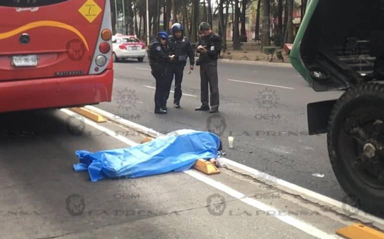 Falleció tras ser arrollado por Metrobús en alcaldía Iztacalco