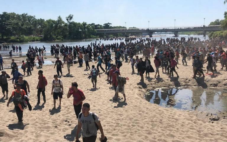 """""""Nos vamos pa'l río"""", cientos de migrantes cruzan el Suchiate hacia México"""