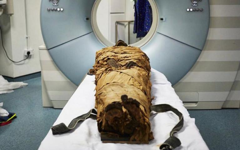 """Científicos logran """"hacer hablar"""" a una momia de hace 3 mil años"""
