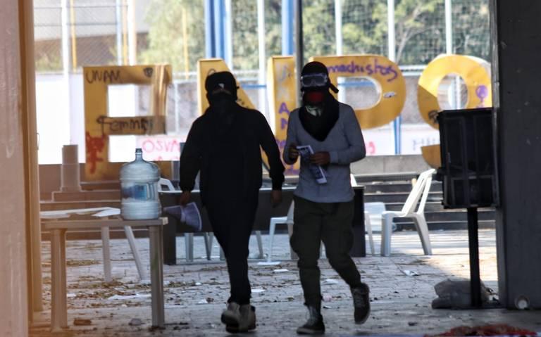 Prepa 9 seguirá cerrada; encapuchados exigen destituciones
